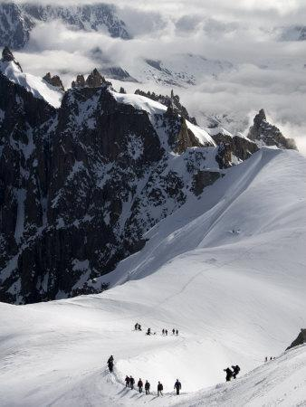 https://imgc.allpostersimages.com/img/posters/mountaineers-and-climbers-mont-blanc-range-french-alps-france-europe_u-L-P7XAVG0.jpg?artPerspective=n