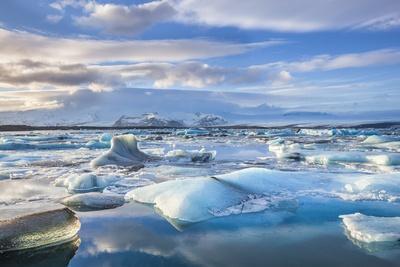 https://imgc.allpostersimages.com/img/posters/mountains-behind-icebergs-locked-in-the-frozen-water-of-jokulsarlon-lagoon_u-L-PWFJVR0.jpg?p=0