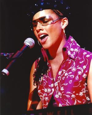 Alicia Keys in Pink Dress singing by Movie Star News