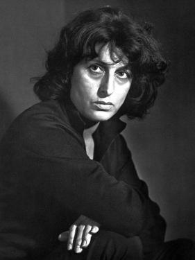 Anna Magnani Looking and Facing to the right by Movie Star News