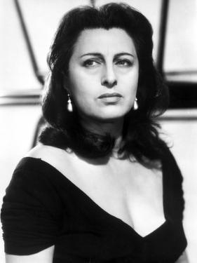 Anna Magnani wearing a V-Necked Blouse by Movie Star News