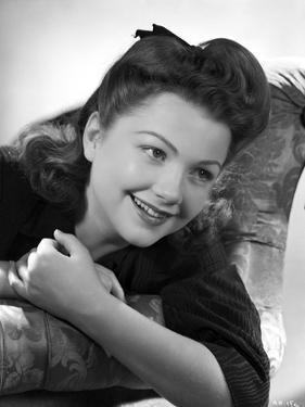 Anne Baxter Leaning and smiling by Movie Star News