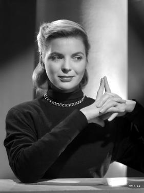 Dorothy McGuire on a Long Sleeve Top and posed by Movie Star News
