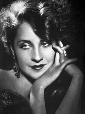 Norma Shearer Holding Hands in Classic by Movie Star News