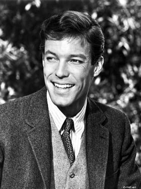 Richard Chamberlain smiling in Suit by Movie Star News