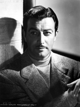 Robert Taylor Posed in Turtle Neck Shirt and Suit by Movie Star News