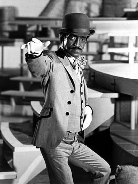 Sammy Davis pointing Suit With Hat by Movie Star News