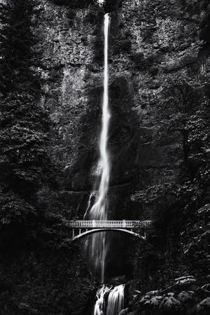 https://imgc.allpostersimages.com/img/posters/multnomah-falls-1-mono_u-L-Q1ASH2M0.jpg?artPerspective=n
