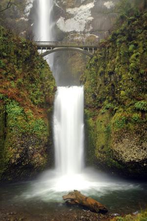 https://imgc.allpostersimages.com/img/posters/multnomah-falls-and-creek-multnomah-falls-sp-columbia-gorge-oregon_u-L-PU3CZD0.jpg?p=0