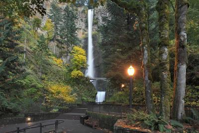 https://imgc.allpostersimages.com/img/posters/multnomah-falls-columbia-river-gorge-oregon-usa_u-L-PN6XLG0.jpg?p=0