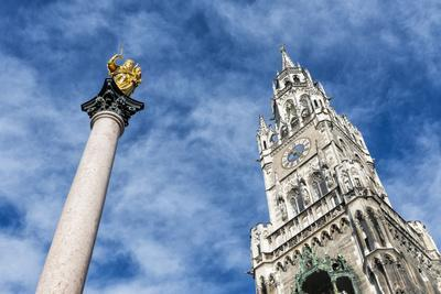 https://imgc.allpostersimages.com/img/posters/munich-bavaria-germany-mariens-ule-column-with-town-hall-tower_u-L-Q11YHGH0.jpg?artPerspective=n