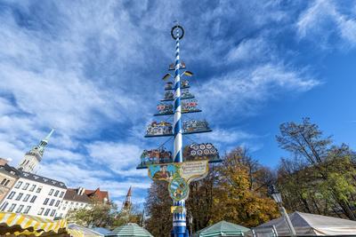https://imgc.allpostersimages.com/img/posters/munich-bavaria-germany-maypole-at-the-viktualienmarkt-food-market-in-autumn_u-L-Q11YN770.jpg?p=0