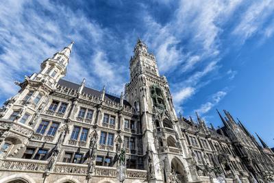 https://imgc.allpostersimages.com/img/posters/munich-bavaria-germany-new-town-hall-at-marienplatz-mary-s-square_u-L-Q11YQ4A0.jpg?p=0