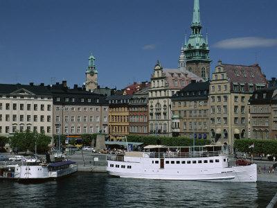 https://imgc.allpostersimages.com/img/posters/munkbroleden-waterfront-gamla-stan-old-town-stockholm-sweden-scandinavia_u-L-P1JVMW0.jpg?artPerspective=n