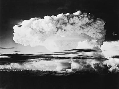 https://imgc.allpostersimages.com/img/posters/mushroom-cloud-from-a-nuclear-test_u-L-PZOCTH0.jpg?artPerspective=n