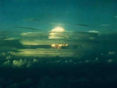 https://imgc.allpostersimages.com/img/posters/mushroom-cloud-from-nuclear-testing_u-L-PZOHGI0.jpg?artPerspective=n
