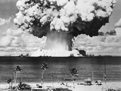 https://imgc.allpostersimages.com/img/posters/mushroom-cloud-over-bikini-atoll_u-L-PZOB070.jpg?artPerspective=n