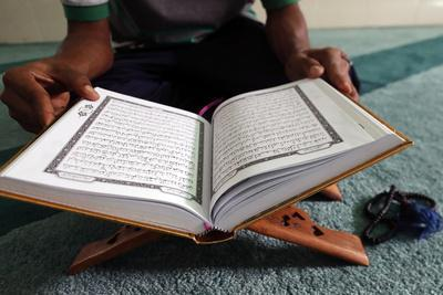 https://imgc.allpostersimages.com/img/posters/muslim-reading-the-quran-in-mosque_u-L-Q1GYJPX0.jpg?artPerspective=n