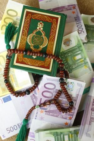 https://imgc.allpostersimages.com/img/posters/muslim-symbols-and-bank-notes-france_u-L-Q1GYG4P0.jpg?artPerspective=n