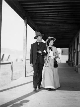 MY DARLING CLEMENTINE, 1946 directed by JOHN FORD Heny Fonda and Cathy Downs (b/w photo)