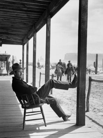 MY DARLING CLEMENTINE, 1946 directed by JOHN FORD Heny Fonda (b/w photo)