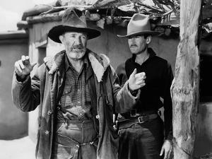 MY DARLING CLEMENTINE, 1946 directed by JOHN FORD Walter Brennan and Heny Fonda (b/w photo)