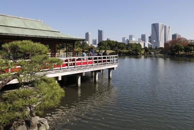 https://imgc.allpostersimages.com/img/posters/nakajima-teahouse-hamarikyu-gardens-chuo-tokyo-japan-asia_u-L-PWFJ1N0.jpg?artPerspective=n