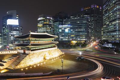 https://imgc.allpostersimages.com/img/posters/nandaemun-south-gate-at-night-seoul-south-korea-asia_u-L-PQ8TJN0.jpg?p=0