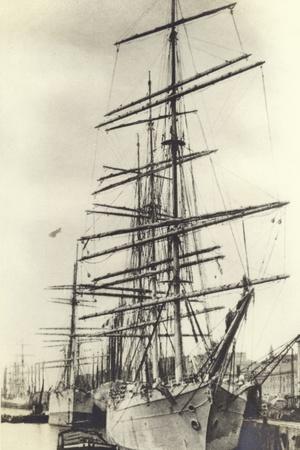 https://imgc.allpostersimages.com/img/posters/nantes-harbour_u-L-PP9Z4V0.jpg?p=0