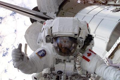 https://imgc.allpostersimages.com/img/posters/nasa-astronaut-spacewalk-space-photo-poster-print_u-L-PXJG7I0.jpg?artPerspective=n