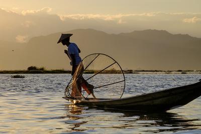 Intha Ethnic Group Fisherman, Inle Lake, Shan State, Myanmar (Burma), Asia