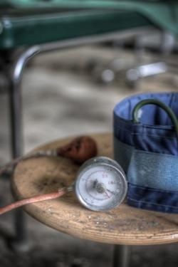 Medical Pressure Gauge by Nathan Wright