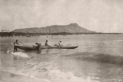https://imgc.allpostersimages.com/img/posters/native-hawaiian-canoe-surfers-at-diamond-head-c-1890s_u-L-PW2RHH0.jpg?p=0
