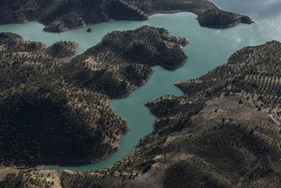 https://imgc.allpostersimages.com/img/posters/nature-andalusia-lake-zahara-zahara-lakeside_u-L-Q11YQ420.jpg?p=0