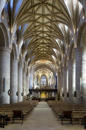 https://imgc.allpostersimages.com/img/posters/nave-of-tewkesbury-abbey-abbey-church-of-st-mary-the-virgin_u-L-PWFC380.jpg?artPerspective=n