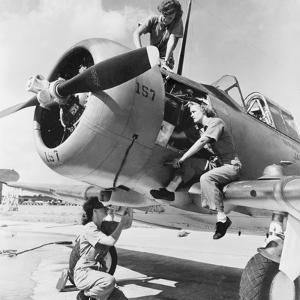 Navy Wave Aviation Machinist's Mates, Working on an North American Aviation Snj Training Plane