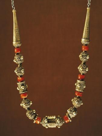https://imgc.allpostersimages.com/img/posters/necklace-composed-of-coral-beads-and-filigreed-gold-elements-with-pearl-trimmings_u-L-POPBBH0.jpg?p=0