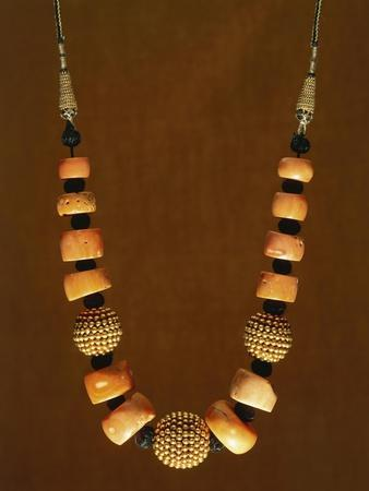 https://imgc.allpostersimages.com/img/posters/necklace-in-macro-granular-wrought-gold-and-coral-yemen-19th-20th-century_u-L-POPAHF0.jpg?artPerspective=n