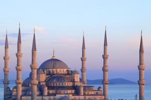 Blue Mosque (Sultan Ahmet Camii), Istanbul, Turkey by Neil Farrin