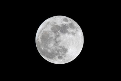 The May 2012 Òsupermoon,Ó Photographed from Los Angeles, California by Neil Losin