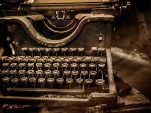 Old Rusty Typewriter by NejroN Photo