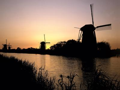 https://imgc.allpostersimages.com/img/posters/netherlands-kinderdijk-canal-windmills-evening-mood_u-L-Q11YQ170.jpg?p=0