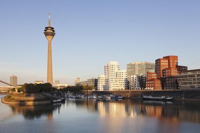 https://imgc.allpostersimages.com/img/posters/neuer-zollhof-designed-by-frank-gehry-rheinturm-tower_u-L-PNFYUD0.jpg?artPerspective=n