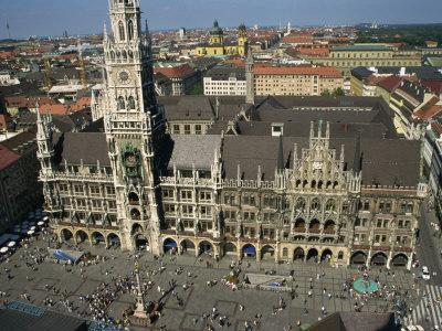 https://imgc.allpostersimages.com/img/posters/neues-rathaus-and-marienplatz-munich-bavaria-germany-europe_u-L-P7NI3K0.jpg?p=0