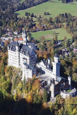 https://imgc.allpostersimages.com/img/posters/neuschwanstein-castle-fussen-allgau-allgau-alps-bavaria-germany-europe_u-L-PQ8QVZ0.jpg?p=0