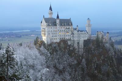 https://imgc.allpostersimages.com/img/posters/neuschwanstein-castle-in-winter-fussen-bavaria-germany-europe_u-L-PXXRL70.jpg?p=0