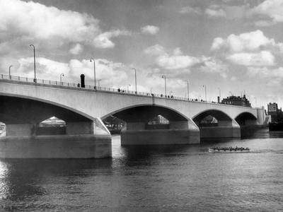 https://imgc.allpostersimages.com/img/posters/new-waterloo-bridge_u-L-Q107JKR0.jpg?p=0