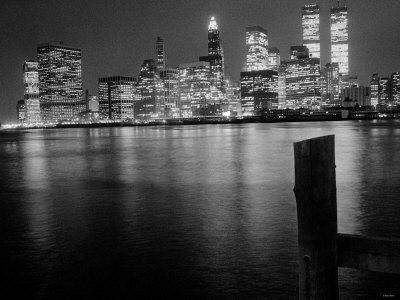 https://imgc.allpostersimages.com/img/posters/new-york-at-night_u-L-P5F7090.jpg?p=0
