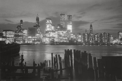 https://imgc.allpostersimages.com/img/posters/new-york-city-at-night-skyline-art-print-poster_u-L-F57PIA0.jpg?p=0