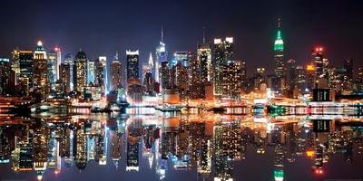 https://imgc.allpostersimages.com/img/posters/new-york-city-skyline-at-night_u-L-F5CO1G0.jpg?p=0